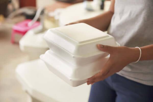 飲食店経営者でテイクアウトやデリバリーのチラシを簡単に作るツール「canva」