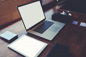 ネットビジネスを始めるのにパソコンはどこを重視して買えばいいのか?